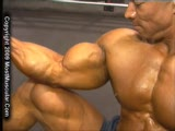 Daryl Gee trains biceps