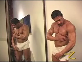 Horny Latino muscledaddy