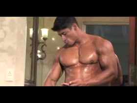 Hot Japanese Bodybuilder Jacking