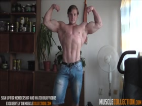Hungry Beast - Cam show flexing - Gabor Paldi