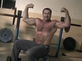 Hairy daddy do home workout