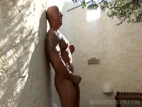 OutDoor Shower Bodybuilder Vin