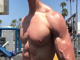 Diego Venice Beach Workout & Posing