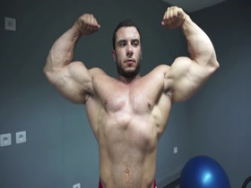 Lorenzo Becker depletes his arms