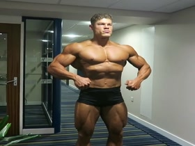 Dutch bodybuilder gets to classic perfection