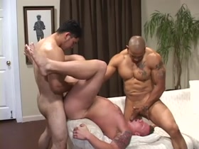 Bareback Muscle Threesome