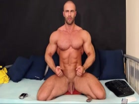 Sexy Bodybuilder on Cam