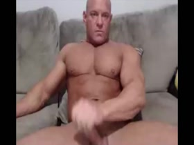 Mature Bodybuilder Exposed