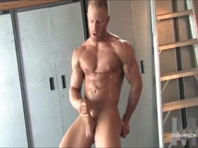 Muscle Bodybuilder Flexing Nude