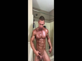 hot stud oiling up and jerking off