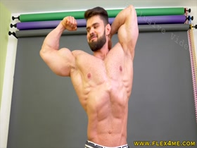 EXCLUSIVE: Huge, Ripped Guns Flexing and Posing