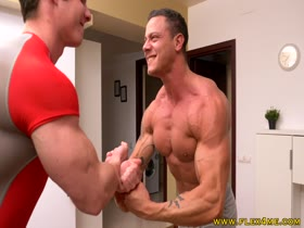 BearHug Muscle Contest