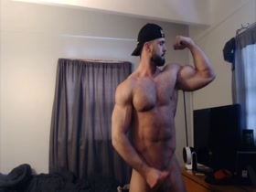 BUILT HAIRY MUSCLE STUD FLEXING & JACKING