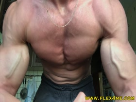 Vascular and ripped arms get pumped up on cam