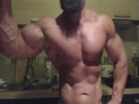 HUGE VEINY GUNS