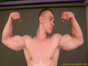 Young Ripped veiny muscles