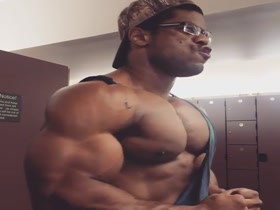 Donte Franklin's Huge Pecs - too big for his shirt