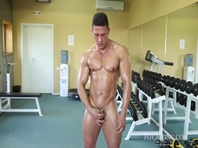Musclular Stud Nude Flexing Hard