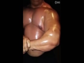 Oiled muscle bull showing off