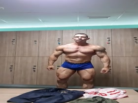 Mature Tatted Bodybuilder Posing Practice 2