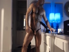 Muscle Daddy Takes Dildo