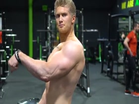 Zac Aynsley training MASSIVE biceps