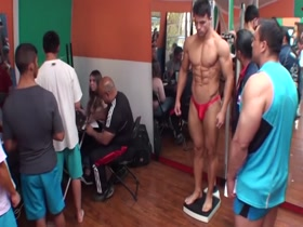 Bodybuilding Chile posing trunks highlights