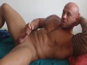 Hot bodybuilder solo