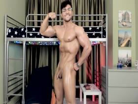 Alec Thomson Nude Flexing