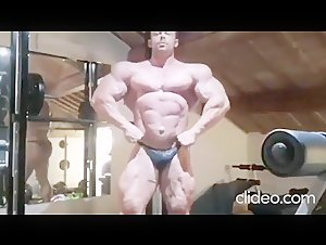 bodybuilder cums in Shower