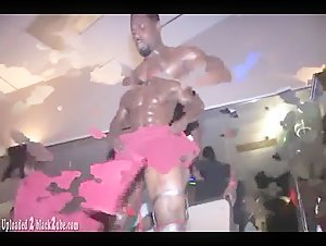 Black Bodybuilder - SUPER HUNG  Black Stripper