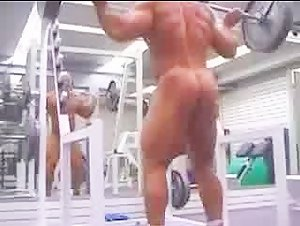 SQUAT NUDE AT GYM