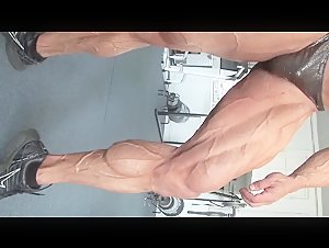 Bodybuilder Flexing Sexy Vascular Thick Muscled Legs